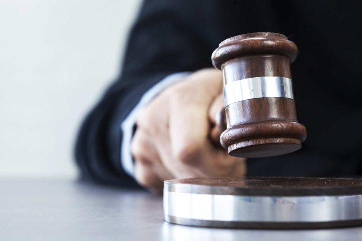 judecator, magistrat